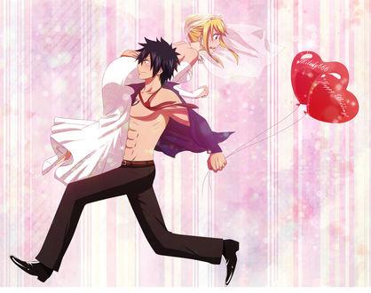 Обои Грей Фуллбастер / Gray Fullbaster с красными шариками в виде сердечек в руке бежит, закинув на плечо Люси Хартфилия / Lucy Heartfilia, одетую в свадебное платье и фату, из аниме Хвост Феи / Fairy Tail