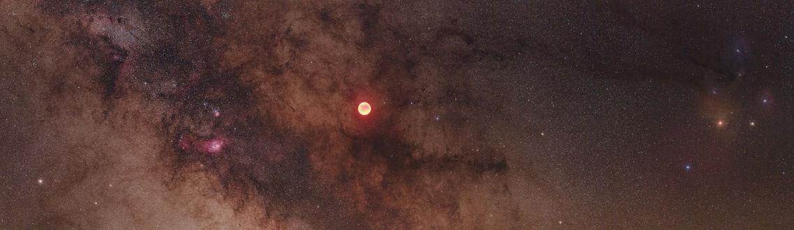 Обои Луна на фоне космического сияния и звезд