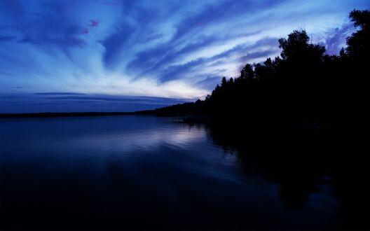 Обои Ночное небо над рекой