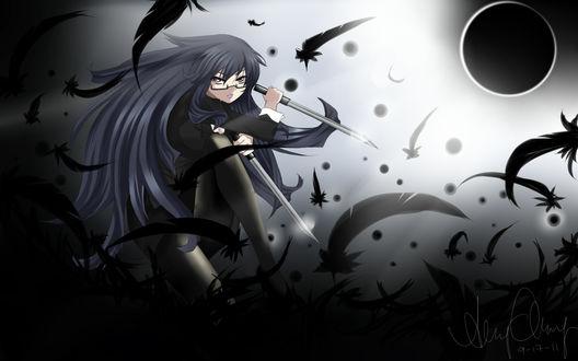 Обои Девушка с в маске, с кинжалами в руках стоит на темно-сером фоне, кружат перья, лунное затмение