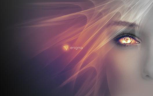 Обои Девушка со сверкающим желтым глазом (Enigma)