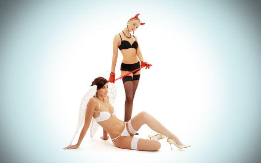Обои Девушка демон держит на поводке девушку ангела