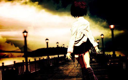 Обои Девушка в белой рубашке и черной юбке, расставив руки в стороны, идет по мосту на котором горят фонари