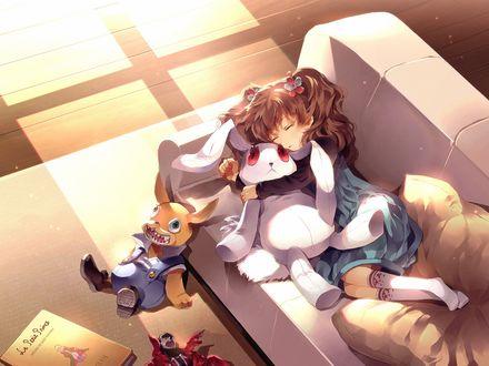 Обои Маленькая девочка спит на диване рядом с мягкой игрушкой зайцем