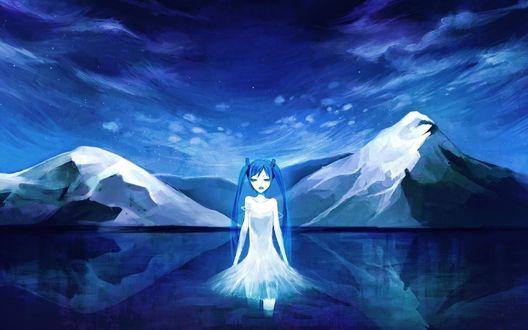 Обои Девушка в белом платье стоит в воде на фоне неба и гор