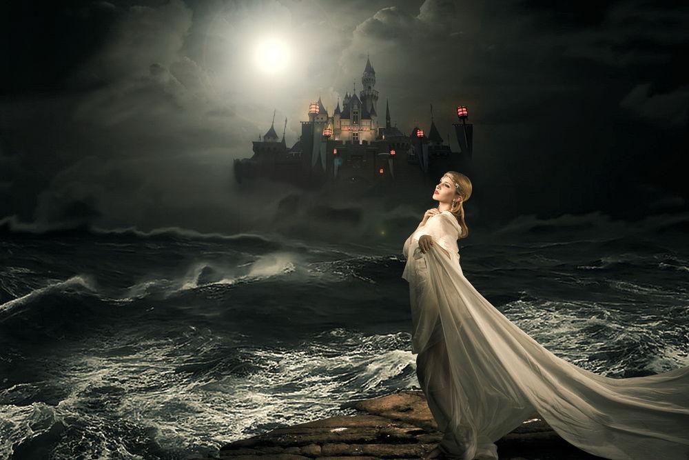 Фото девушки стоящей на дереве возле моря в белом платье фото 562-976