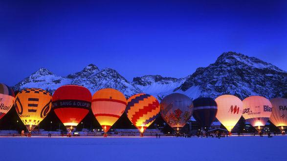 Обои Разноцветные воздушные шары, участвующие в спортивных соревнованиях, готовят к старту в ночное небо, Женевское озеро, Швейцария / Lake Geneva, Switzerland