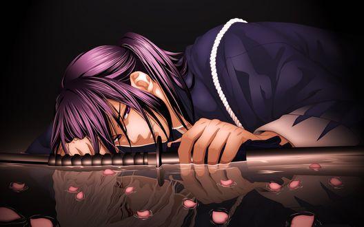 Обои Парень с катаной лежит на воде по которой плавают лепестки роз, в воде отражается светловолосая девушка