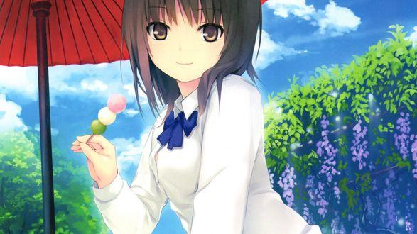 Обои Девушка в школьной форме смотрит в сторону и держит карамель на палочке в руке на фоне красного зонта и голубого неба