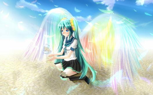 Обои Vocaloid Hatsune Miku / Вокалоид Хатсуне Мику с радужными крыльями за спиной сидит в куче конвертов, вытянув руки, над которыми летает пузырь с конвертом внутри
