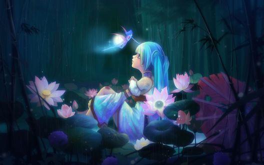 Обои Vocaloid Hatsune Miku / Вокалоид Хатсуне Мику сидит в лесу среди цветов, над ней парит фея