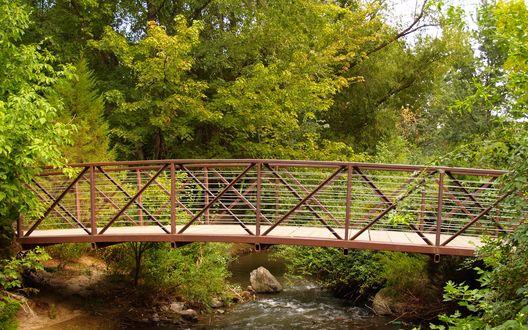 Обои Мост через маленькую речку