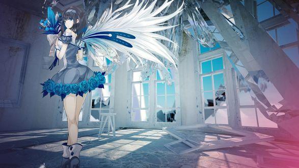 Обои Девушка в голубом голубом платье с белыми крыльями держит в руках букет синих цветов на фоне развалиной комнаты