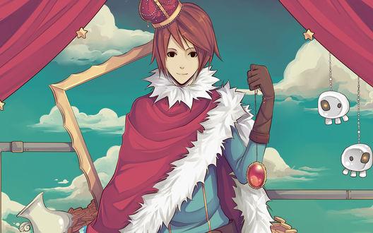 Обои Красноволосый парень с короной на голове улыбается держа в руке медальон