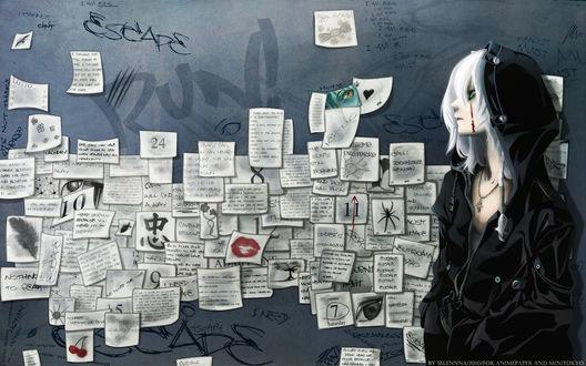 Обои Парень в черной куртке с кровью на лице стоит, прислонившись с стене, на которой висят листки бумаги с записями и рисунками