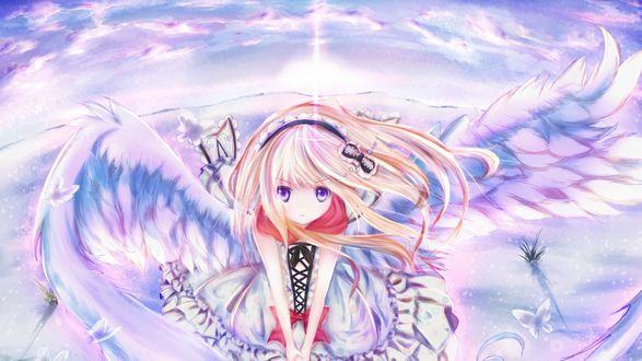 Обои Девушка с крыльями ангела разочарованно смотрит вперед на фоне облачного неба