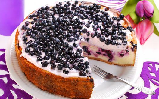Обои Черничный пирог на белой тарелке