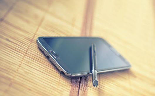 Обои Стилус лежит на телефоне Samsung Note 2