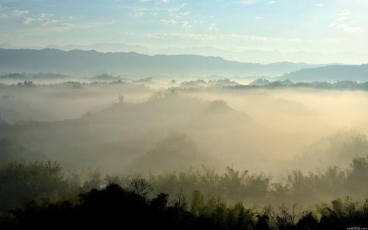 Обои Туманная долина при закате солнца