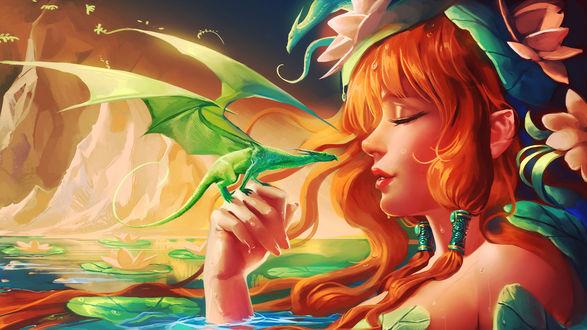 Обои У девушки с цветами в волосах, лежащей в воде, на руке сидит дракончик, второй дракончик сидит у нее на голове