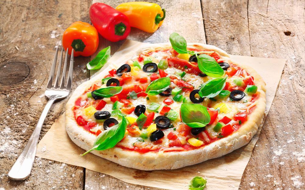 Пицца с помидорами и болгарским перцем