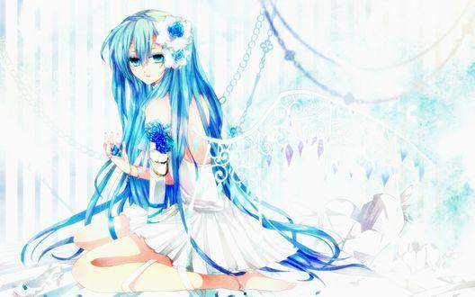 Обои Vocaloid Hatsune Miku / Вокалоид Хатсуне Мику в белом платье с крыльями и цветами в волосах, сидит держа в руке синие лепестки роз
