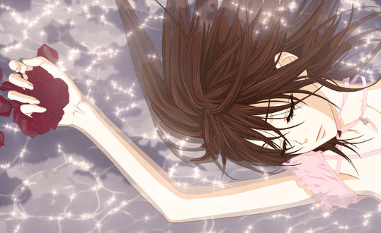 Обои Юки Кросс / Yuki Cross из аниме Рыцарь-вампир / Vampire Knight лежит в воде, держа в руке розу