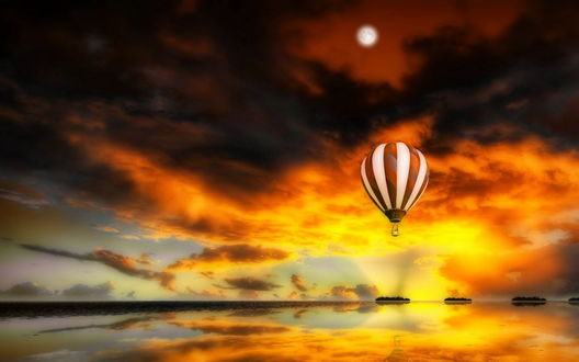 Обои Цветной воздушный шар, парящий над водной поверхностью на фоне желто-багряного заката и черных туч на небе