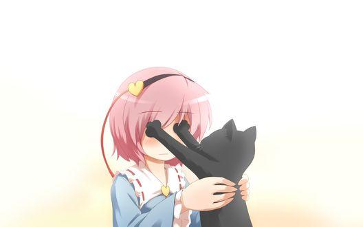Обои Сатори Комэидзи / Satori Komeiji из Тохо / Touhou держит перед собой черную кошку, которая закрыла ей глаза лапами