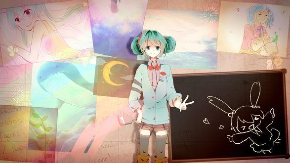 Обои Vocaloid Hatsune Miku / Вокалоид Хатсуне Мику с кистью в руке стоит напротив стены с рисунками, рядом стоит доска