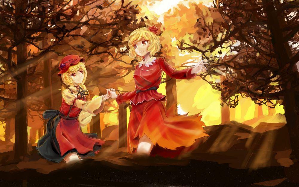 Обои для рабочего стола Две светловолосые девушки в платьях стоят в лесу
