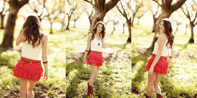 Обои Девушка в короткой красной юбке позирует в саду
