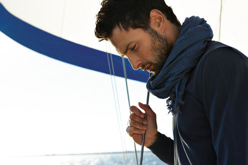 Обои Актер Ноа Миллс / Noah Mills на палубе яхты