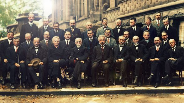 Обои Альберт Эйнштейн / Albert Einstein в окружении других ученых