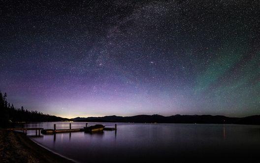 Обои Звездное небо над озером