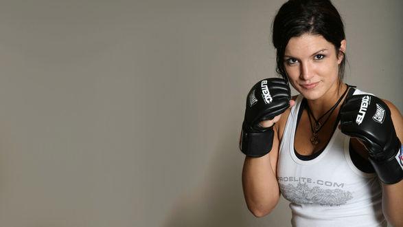 Обои Американский боец ММА и актриса Джина Джой Карано / Gina Joy Carano спортсменка по муай-тай
