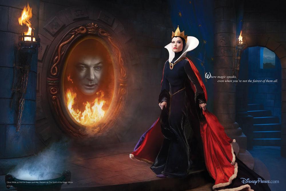 Обои для рабочего стола Оливия Уайлд / Olivia Wilde в образе Злой Королевы / Evil Queen и Алек Болдуин / Alec Baldwin в образе Волшебного Зеркала / The Spirit Of the Magic Mirror, проект американского художника- фотографа Энни Лейбовиц / Annie Leibovitz