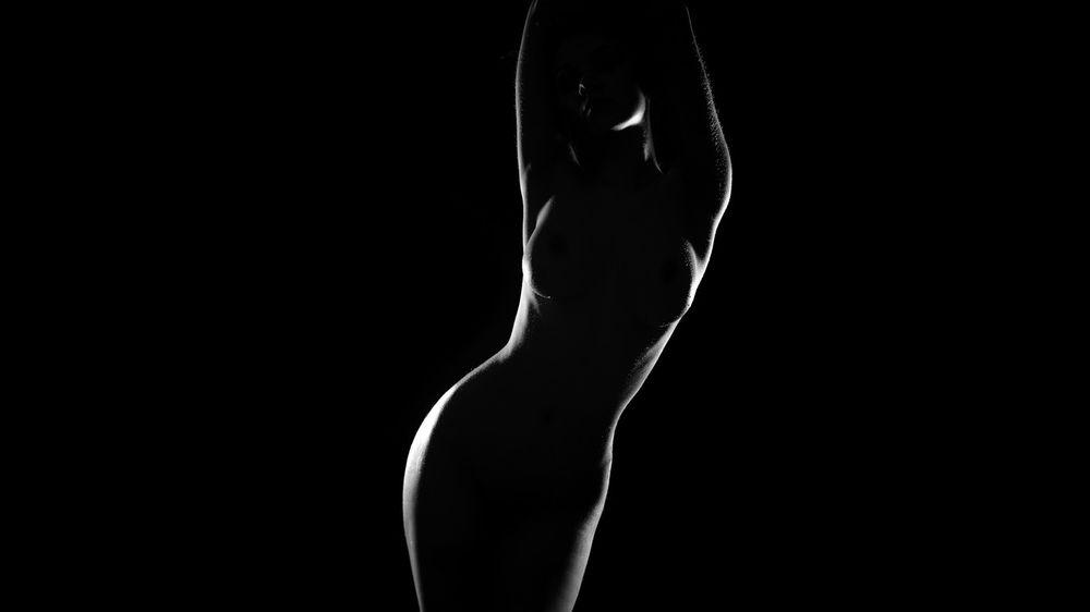 Фото голая на черном фоне фото 663-279