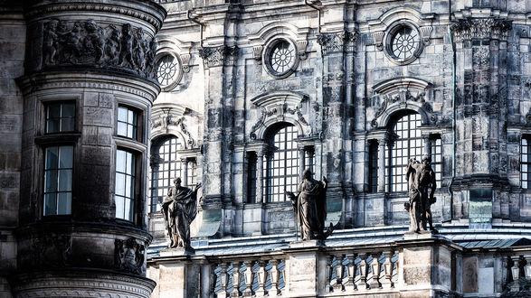 Обои Фрагмент здания в стиле готика