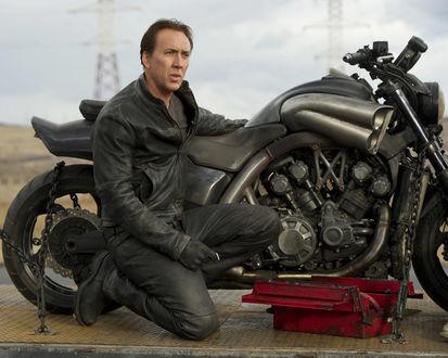 Обои Николас Кейдж / Nicolas Cage у мотоцикла в фильме »Призрачный гонщик 2 / Ghost Rider 2