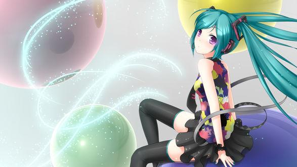 Обои Vocaloid Hatsune Miku / Вокалоид Хатсуне Мику сидит на шаре