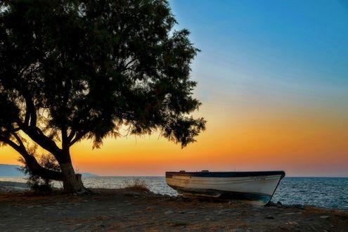 Обои Лодка причалена к берегу, работа Вечер на Крите, фотограф Vladimir Elkin