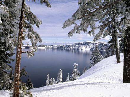 Обои Не замерзшее горное озеро