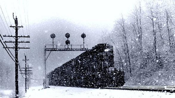 Обои Черный поезд едет сквозь метель