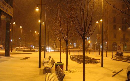 Обои Пустынная городская улочка под снегопадом Италия, Милан / Italia, Milan