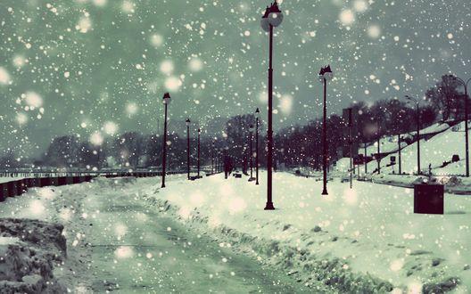Обои Зимний вечерний парк под большим снегопадом