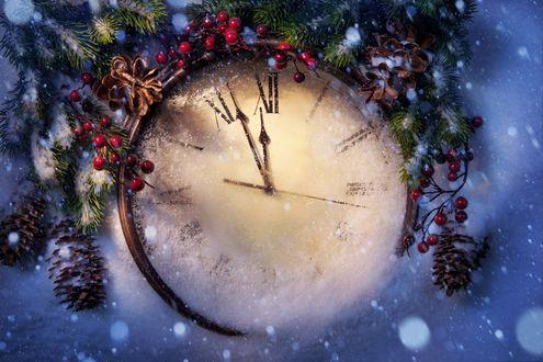 Обои Стрелки на часах, заметенных снегом, приближаются к полуночи
