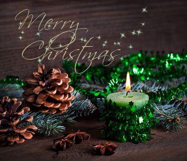 Обои Горящая свеча и вокруг лежащие шишки, Merry Christmas / С Рождеством