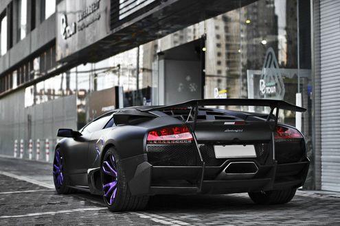 Обои Lamborghini Murcielago / Ламборджини Мурселаго церного цвета с фиолетовыми дисками