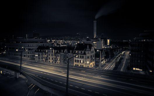 Обои Ночной город с пустыми улицами